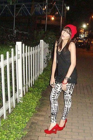 red hat - white Topshop leggings - black Topshop top - red shoes