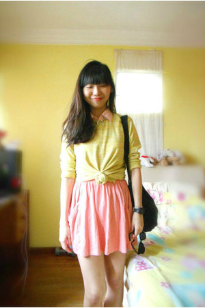 bubble gum Esprit top - yellow Salvation Army sweater - black Sling bag