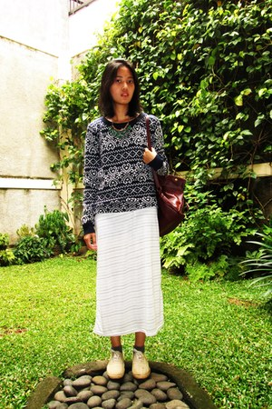 blue knitted unknown sweater - white unknown shoes - white maxi dress H&M dress