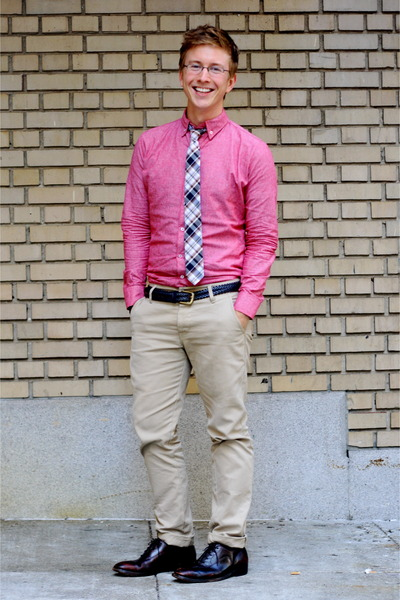 coral long-sleeved American Apparel shirt