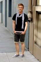 denim Levis shorts - sneakers Urban Outfitters shoes