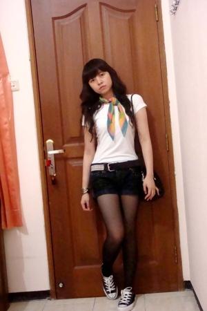 Mango t-shirt - Mango scarf - Zara belt - Body&Soul pants