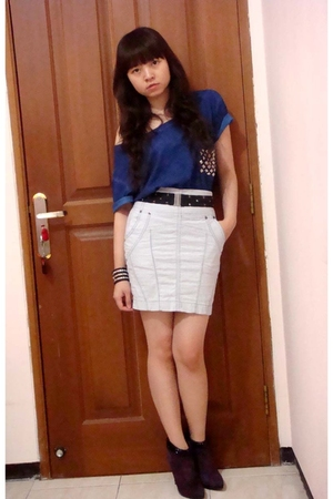 Zara t-shirt - Zara skirt - Nine West boots