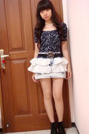 black skull Zara belt - white light denim Zara skirt