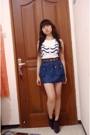 Zara t-shirt - Zara skirt - Mango belt - Nine West boots
