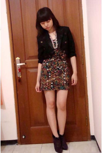 Mango blazer - Zara dress - Mango necklace - Nine West boots