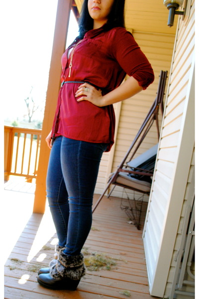 Red Shirts, Blue Jeans, Gold Necklaces, Gold Rings, Black Wedges ...
