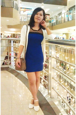 blue dress - tan bag - white cardigan
