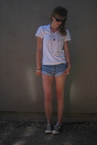 Hanes shirt - Levis shorts - Converse shoes