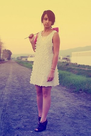 dark brown sam edelman wedges - off white H&M dress - gold Forever 21 necklace