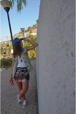 Levis jacket - Converse sneakers - Bershka skirt