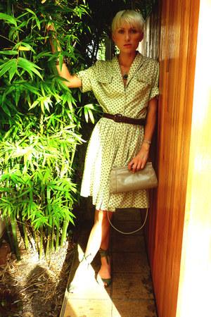 olive green vintage dress - dark brown vintage belt
