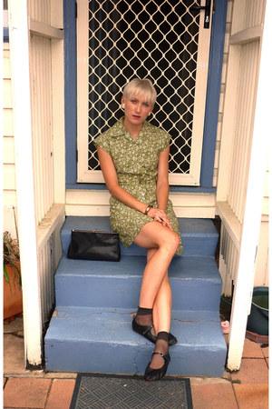 olive green floral print vintage dress - black baby doll vintage shoes