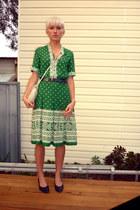 green linen vintage dress - navy leather vintage shoes