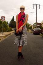 black checkered vintage dress - brick red brogues vintage shoes