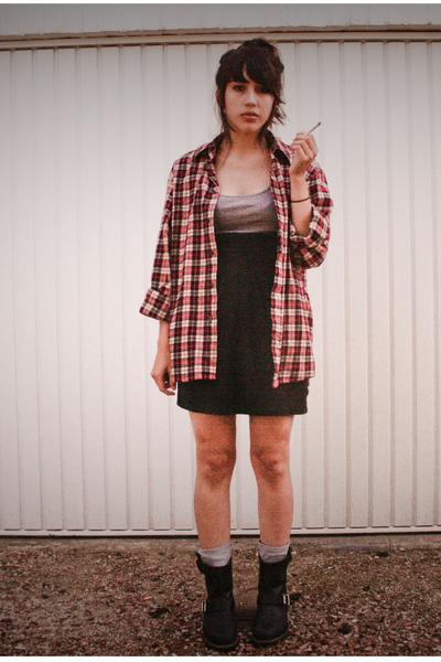red Lidl shirt - gray H&M top - black H&M skirt - gray H&M socks - black Frye bo
