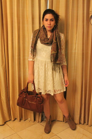 eggshell vintage dress - light brown Steve Madden boots - maroon consigned scarf