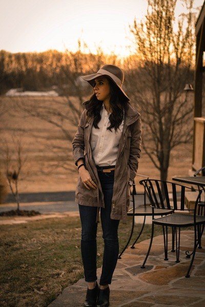 tan anorak H&M jacket - navy skinny jeans Joes Jeans jeans