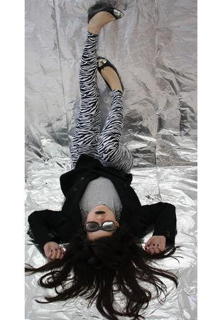 black Zara blazer - gray Zara top - white American Apparel leggings - black Zara