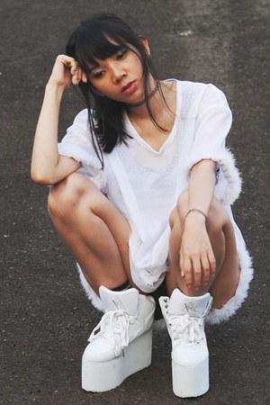 YRU shoes - PINX shorts - Cocraparis top - Shophella necklace