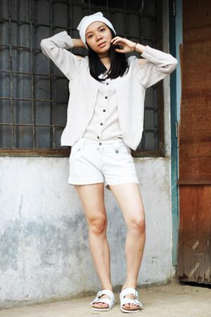Zara hat - Xaola shirt - H&M shorts - Birkenstock sandals