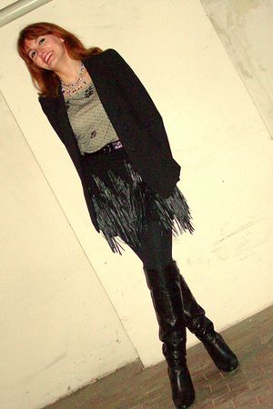 black Zara blazer - gray H&M shirt - black MNG skirt - black boots - silver crys