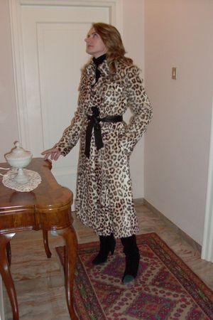 brown Borbonese coat - black boots