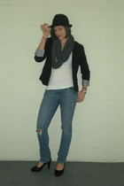 white Old Navy t-shirt - blue Forever 21 jeans - black Lauren Conrad blazer - gr