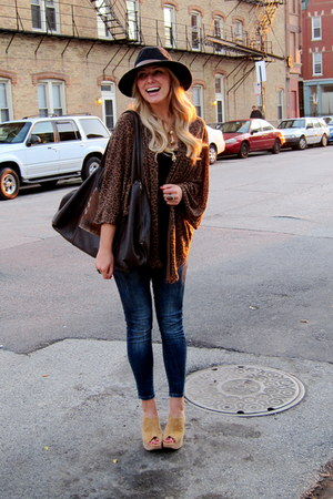 camel cork suede Luichiny heels - navy skinny jeans Zara jeans