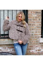 Beige-furry-plastic-island-jacket-heather-gray-chunky-pour-la-victoire-boots