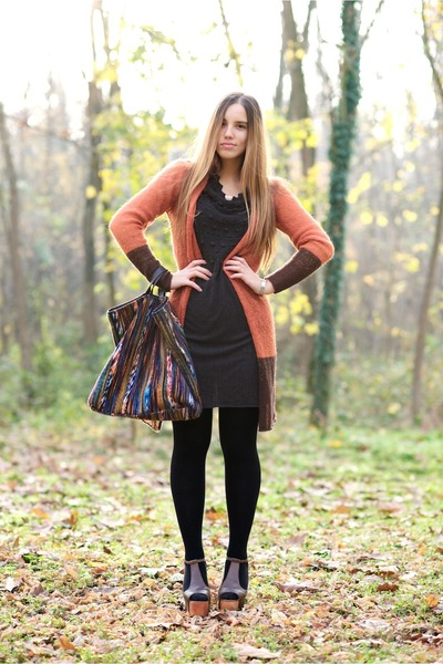 carrot orange gazel cardigan - dark green gazel dress - tawny gazel bag