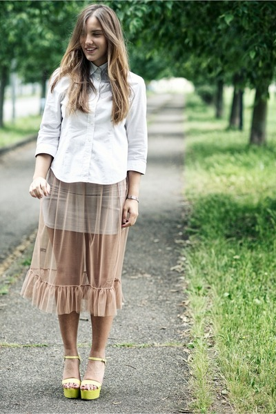 camel gazel skirt - white Burberry shirt - light yellow Castañer wedges