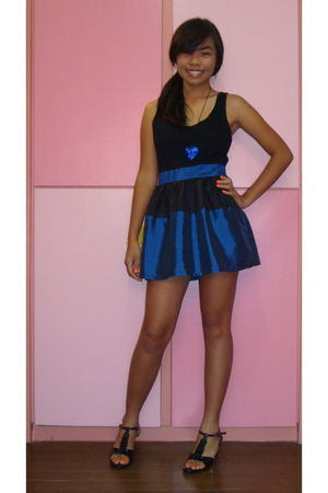 black shoes - blue dress - blue necklace