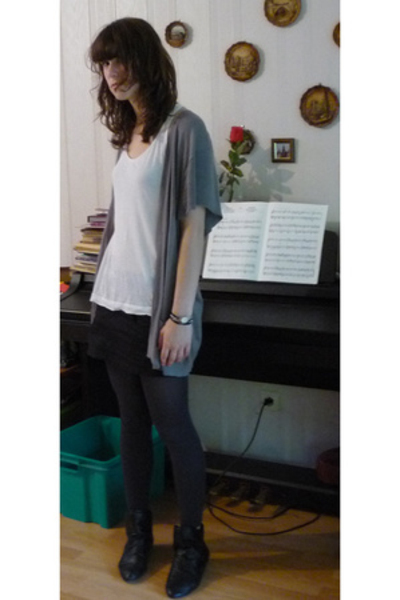 we vest - Comptoir des Cotonniers top - Zara skirt - new look shoes