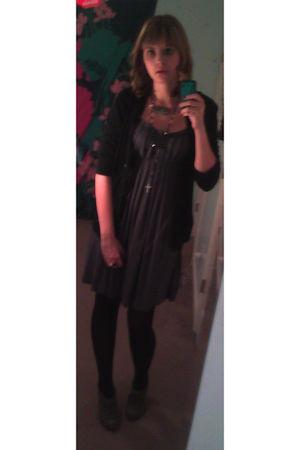 gray cho cho dress - gray Steve Madden shoes - black rosery accessories - black