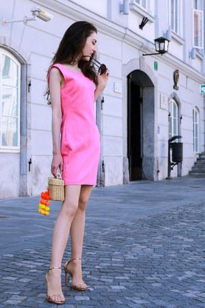 neutral basket raffia Nannancay bag - light pink stuart weitzman sandals