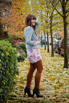 Look Book: Fall Leaves & Brightly Coloured Blooms!