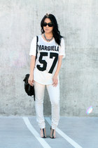 white THP shirt - black agata Alexander Wang shoes