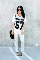 white THP shirt - black agata Alexander Wang shoes