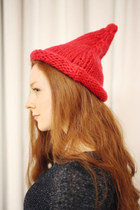 Nice Kitten Knitted Point Beanie [Red,Black]