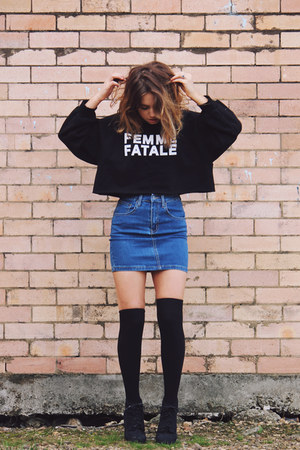 navy Ziggy Denim skirt - black cropped Pixie Market sweatshirt