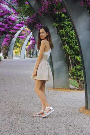 white tank top white Paper Heart top - silver Wittner shoes
