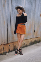 burnt orange suede tan Yoins skirt - black Glassons top