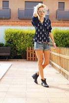 Topshop boots - Tommy Hilfiger sweater - Topshop shorts - Zara belt