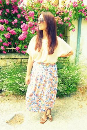 floral print vintage skirt - Accessorize sunglasses - nude blouse Cecila blouse