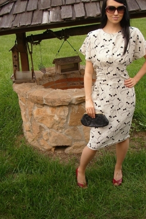 white vintage dress - black purse