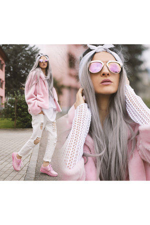 Vintageena Shop coat - YRU sneakers - Freyrs glasses