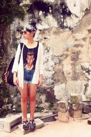 black cry-baby H&M top - blue denim Zara shorts - brown aviator H&M sunglasses