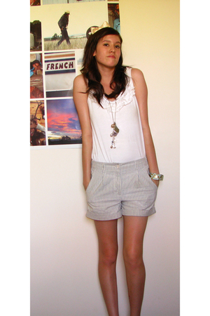 beige cotton on shirt - gray Sportsgirl shorts - blue diva bracelet - gold diva
