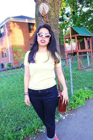 Tom Ford sunglasses - Club Monaco jeans - Handmade in Guatemala bag